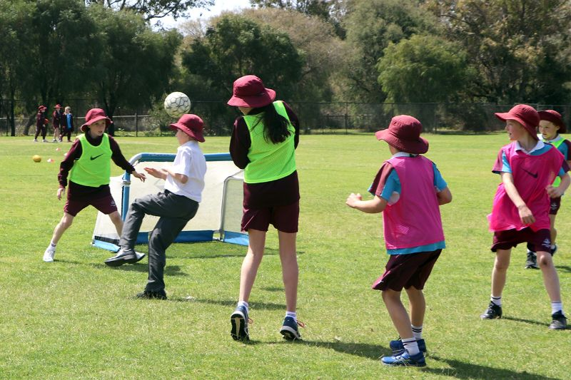 Yr 5 Pro Football Clinic (6)
