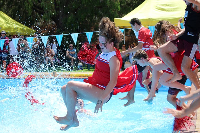 Years 9-12 Inter-House Swimming Carnival (45)
