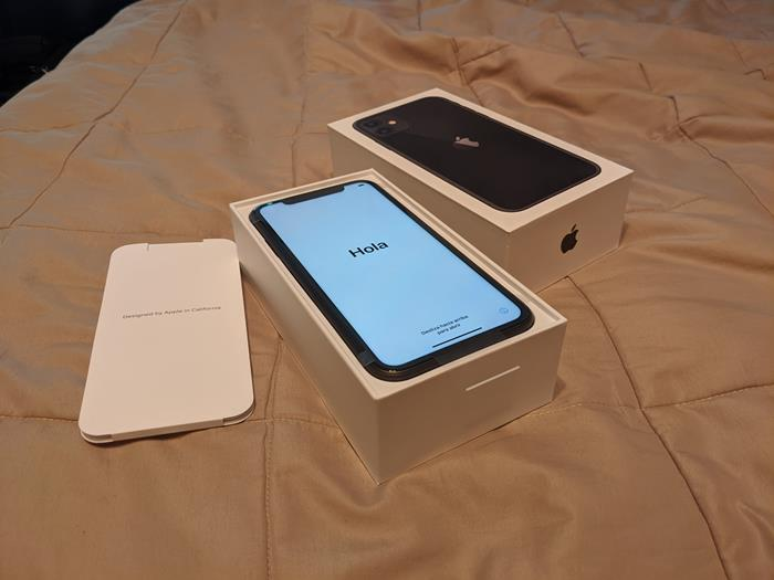 01-iPhone-Unboxing