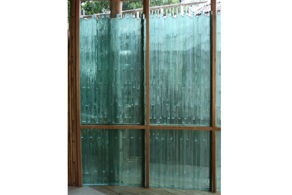 glass-wall-six-senses-soneva-kiri-resort-01