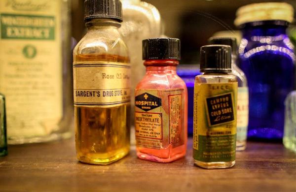 apoteka-apothecary-bottles