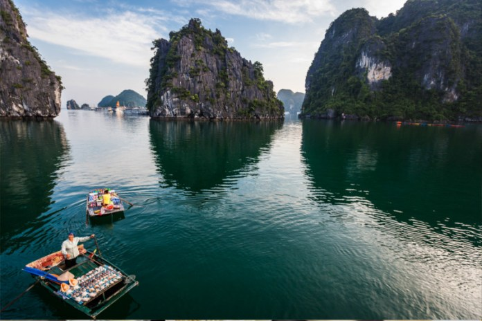 Halong-Bay-Locals-9074