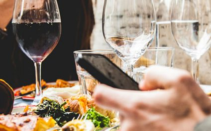 3 Restaurant catastrophes that will convince you it's much safer to eat in
