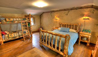 bedrooms_titile-mainhouse_upstair-bedroom-b