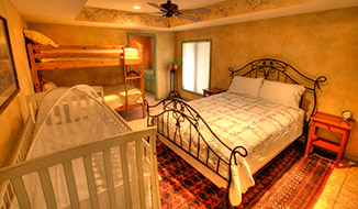 bedrooms_titile-sunsuite_bedroom-a