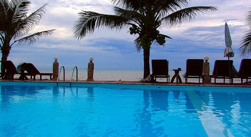 Sitting by the pool: A practice in mental retreat