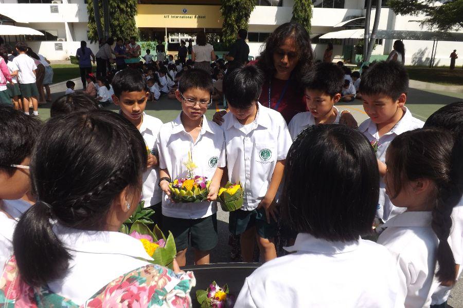 Loy Krathong64