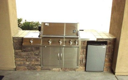 Enjoy the Phoenix, Arizona Summer with a Custom Outdoor Kitchen and BBQ!