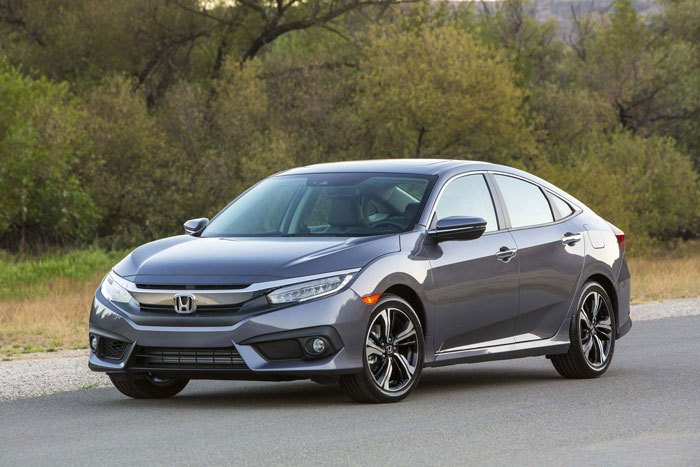 2017-Honda-Civic-sedan-front-three-quarter