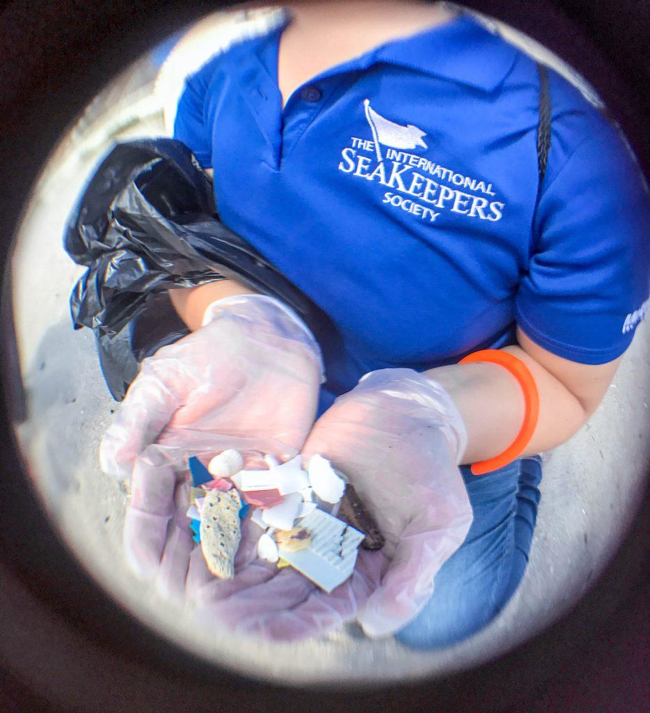 Microplastics-on-beach-fisheye-934x1024