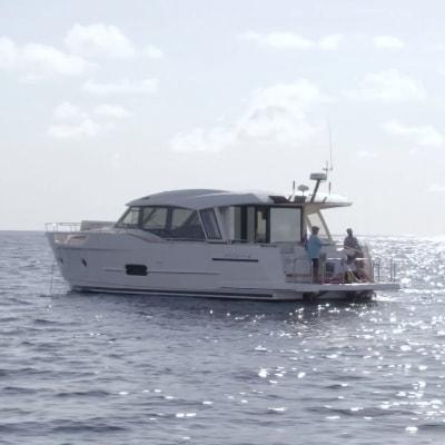 img-rov-deployment-reef-surveys-cover-r1