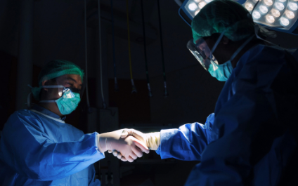 Is there a difference between orthopedic spine surgeons and neurosurgeons?